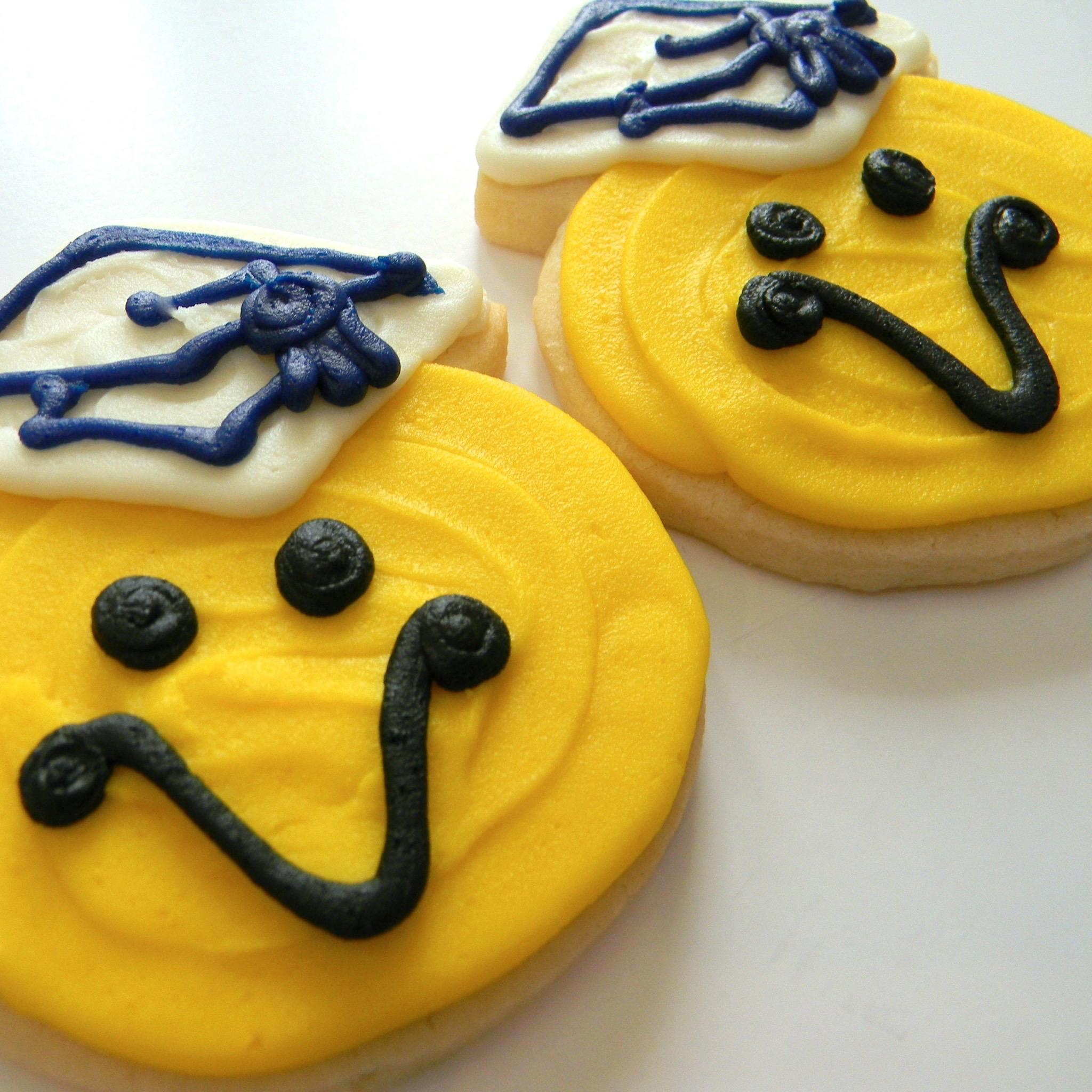 cookie.smiley.face.graduation.cap.jpg