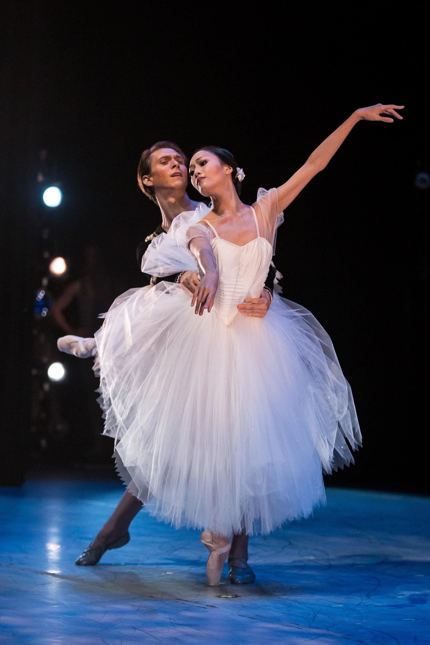 Ommi Pipit-Suksun and Brett Bauer of Silicon Valley Ballet, photo Alex Reneff-Olson