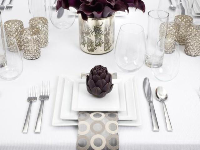white-dinner-modern-thanksgiving-table-decor.jpg