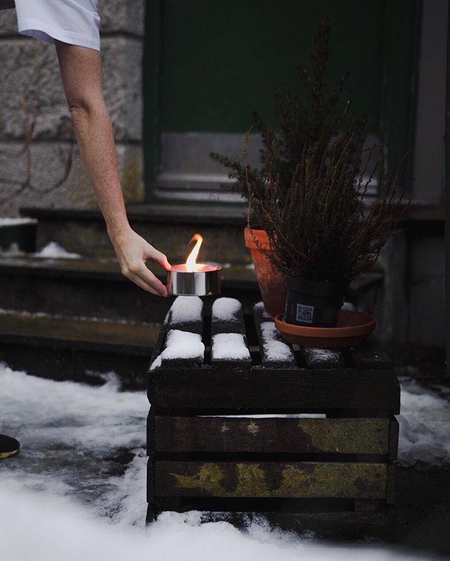 Vi tviholder på snøen! Start dagen med Brønsj for å fylle på med 🌿🥦🥑🥕🍌 åpner kl 9.30. Ha en topp dag #Trondheim !