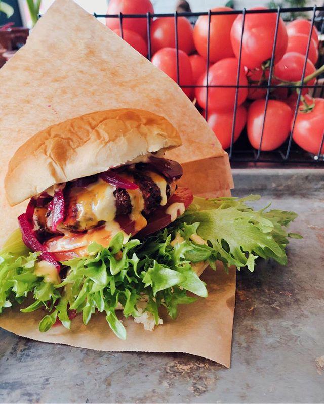 Kom innom å spise burger?🧐 HVEM VIL ?🍔🍔 #burger #lønsj