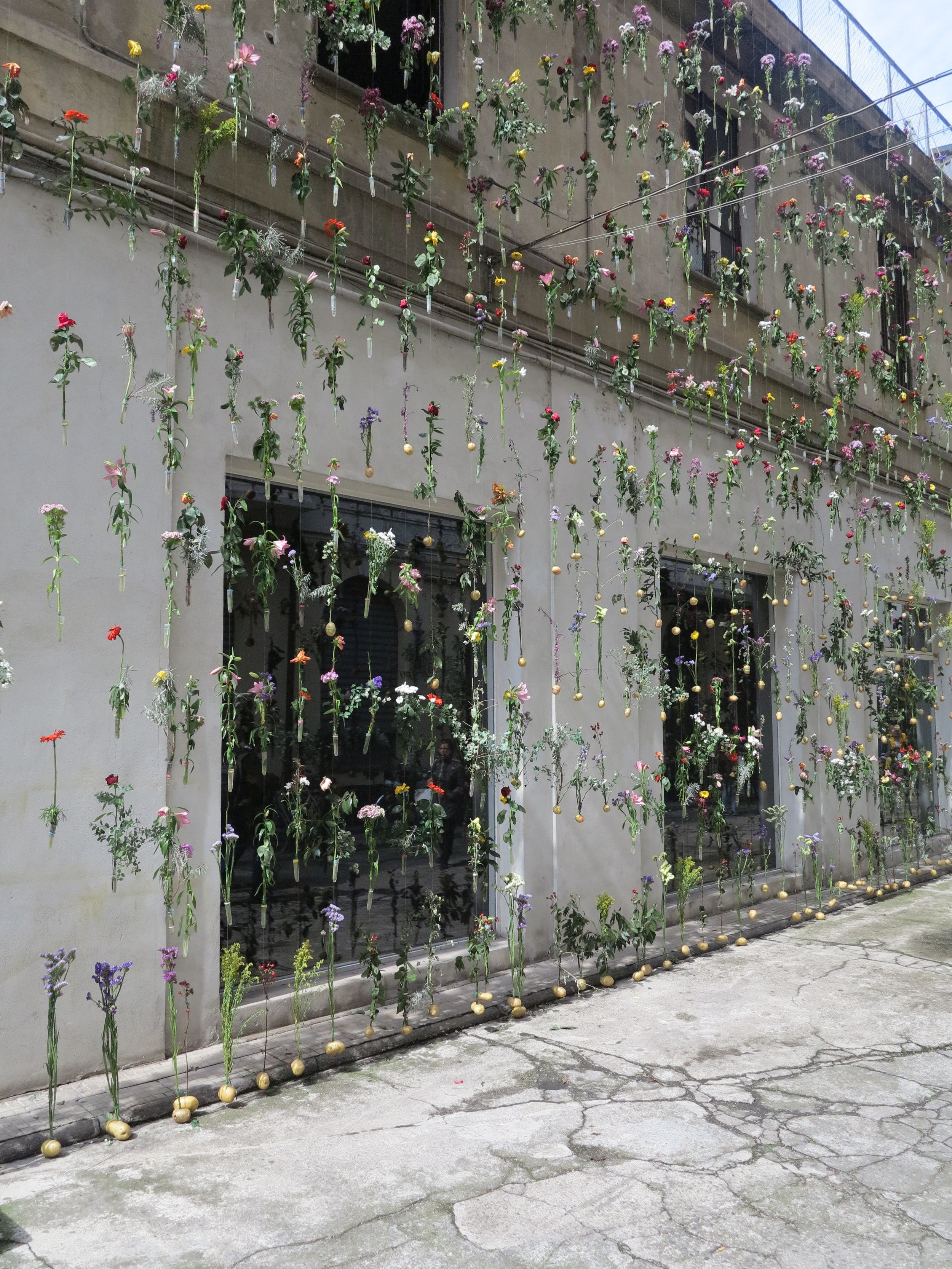 As part of the Brera Design Week, Piuarch presented 'Flowerprint', a facade gardening installation. The installation was completed in collaboration with the landscape architect Cornelius Gavril, in which a vegetable patch/garden decorates the entire front of the building from ground to roof.