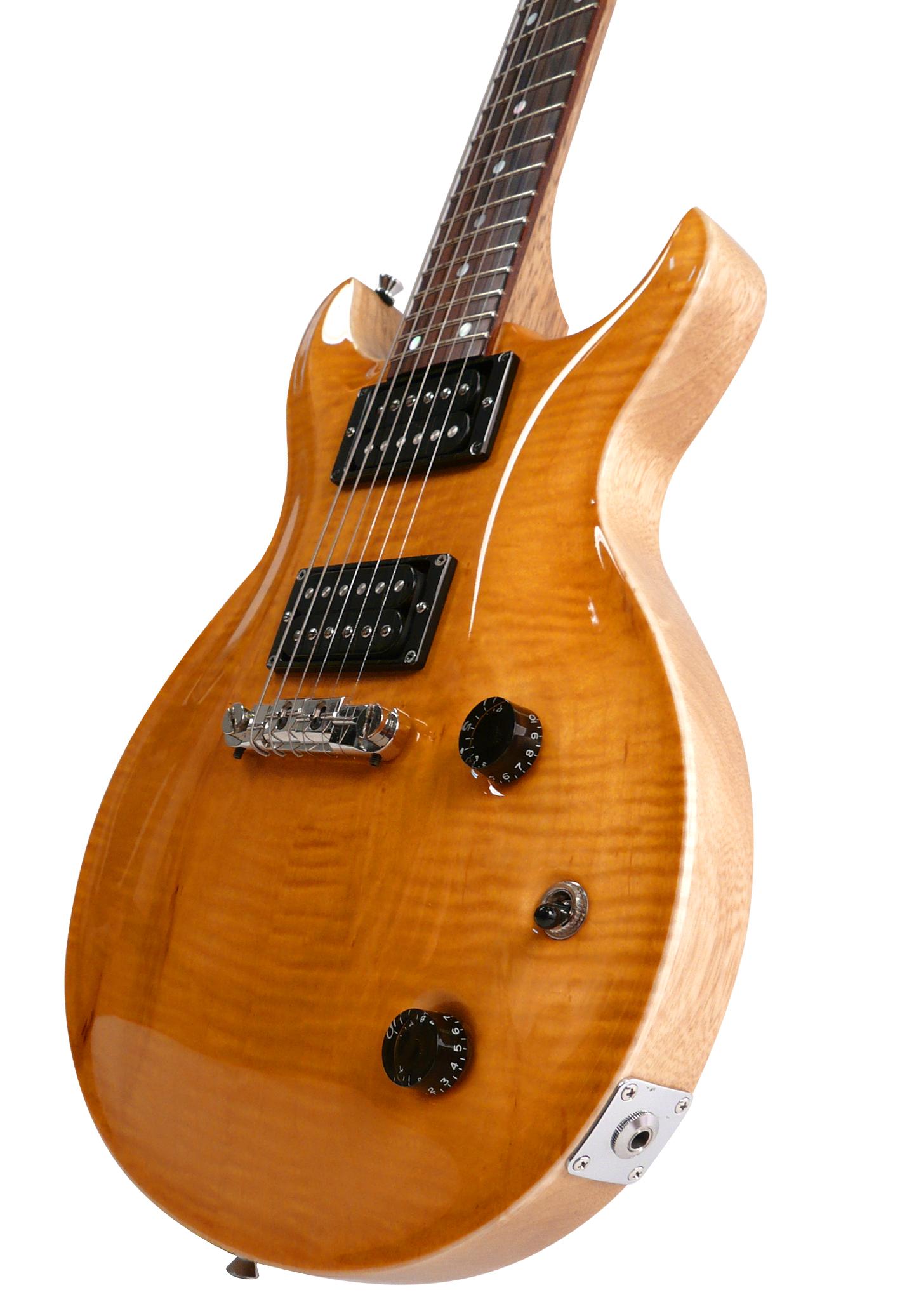 Santana    Chitarra set in ( manico incollato nel corpo).   Corpo e manico in corina, top in acero fiammato, tastiera palissandro.