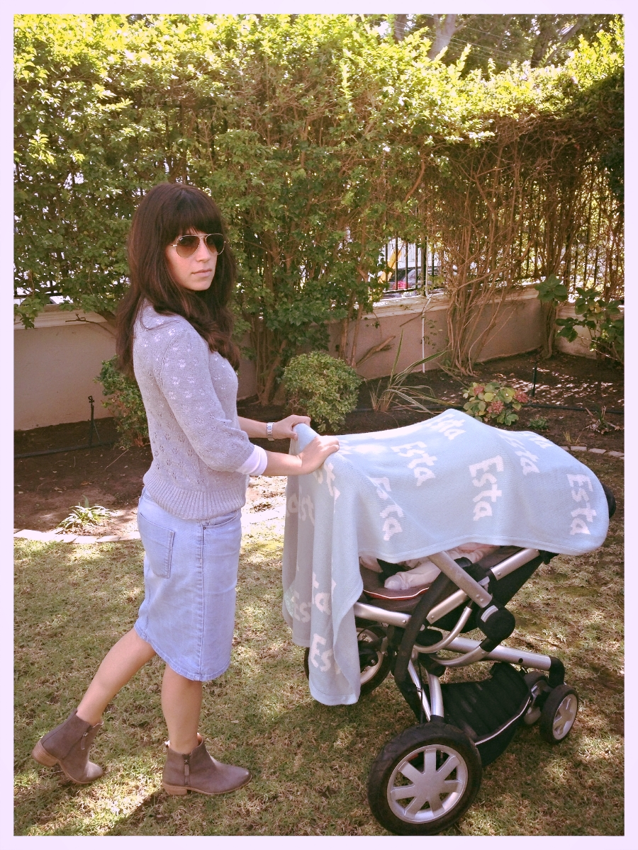 Perfect for covering your pram while going for a walkor run.