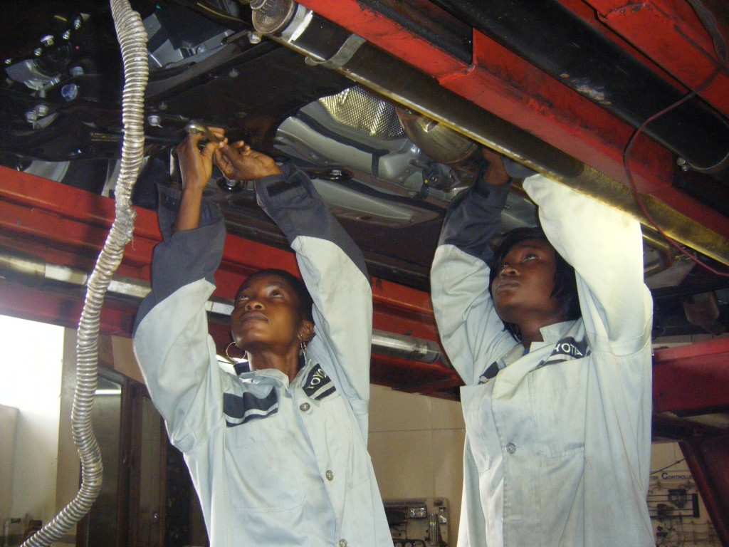 Lady-Mechanic-graduates-working-on-a-car-in-Toyota-1024x768.jpg