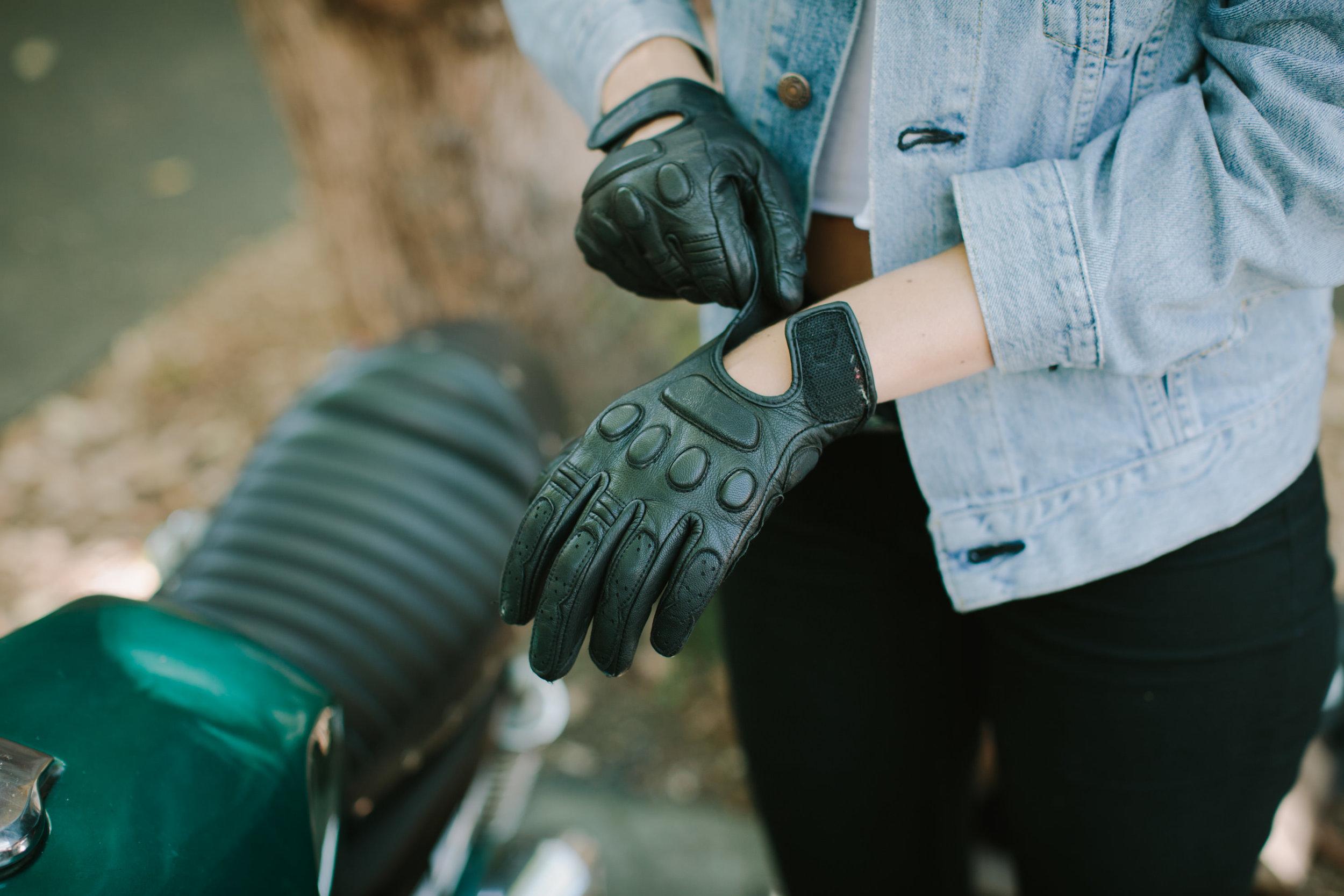 KateDisherQuill_IVV_Gloves_Petrolettes_17.jpg