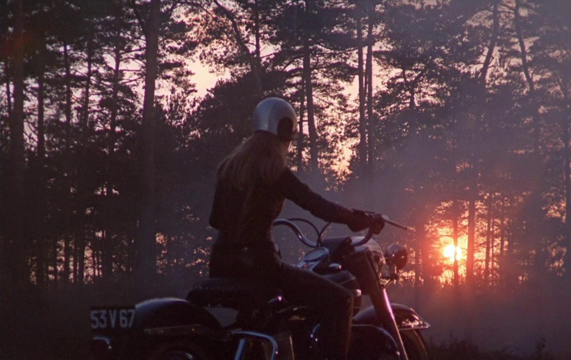 girl_on_a_motorcycle_marianne_faithfull_petrolette_ivv_6.jpg