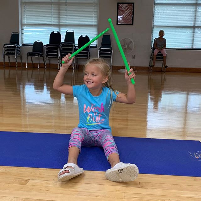 Getting ready for mom's new class is a family affair!  Join Meghanne (and/or Darla) for Pound on Tuesday and Thursday evenings beginning September 24. #YFamily #momrocks #grandrivery #poundfit #chillimo