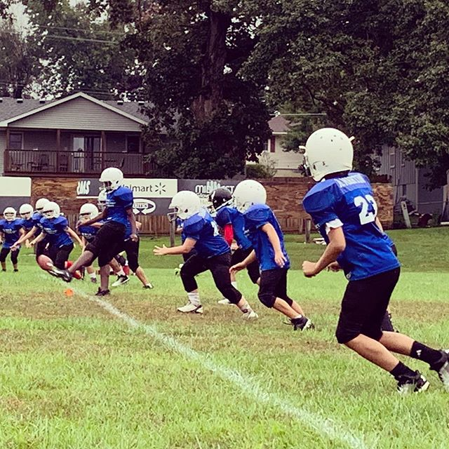 Congratulations to our 5th and 6th grade Tackle Football team on a great game and an exciting win!  Thanks to Hedrick Medical Center for their sponsorship.  Together we're teaching kids the value of fair play, teamwork, and sportsmanship.  #grandrivery #tacklefootball #chillimo #hedrickmedcenter #ymcafootball