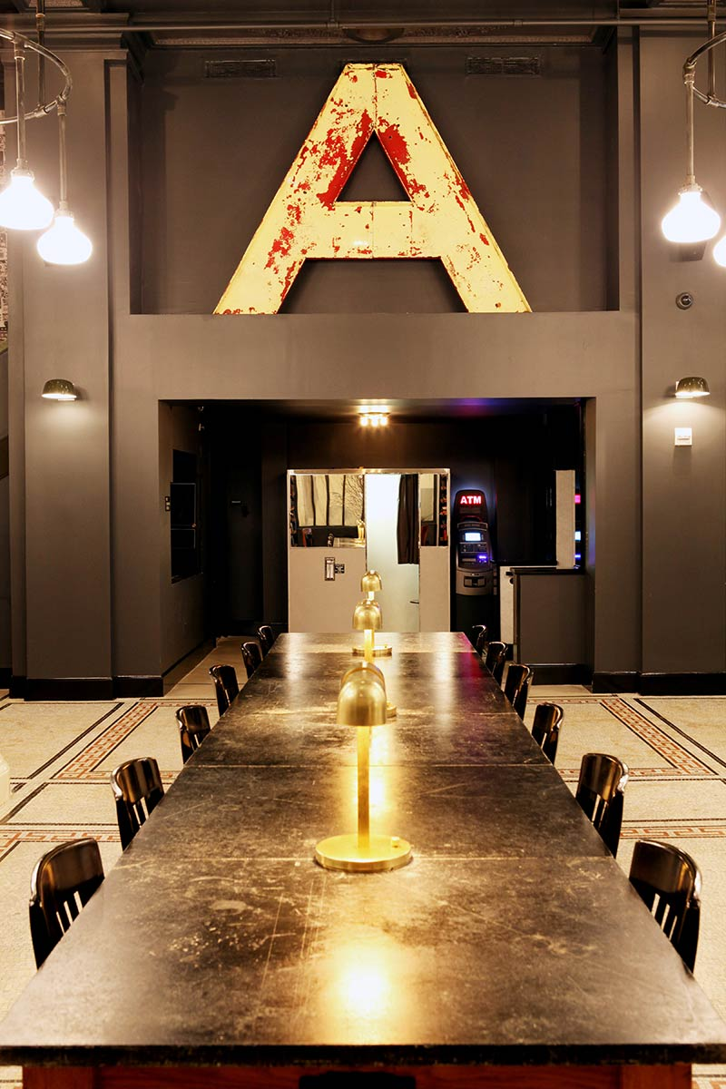 the-ace-hotel-new-york-stylish-boardroom-photo-credit-douglas-lyle-thompson.jpg