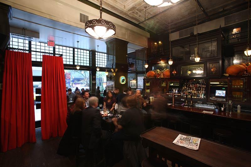 the-ace-hotel-breslin-restaurant-new-york-manhattan-stylish-trendy_1.jpg