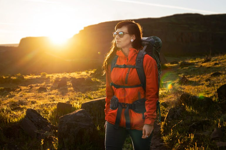 If you're a female outdoor photographer struggling with the ill-fitting straps of your camera bag, this new shoulder strap line by Shimoda is certainly for you.
