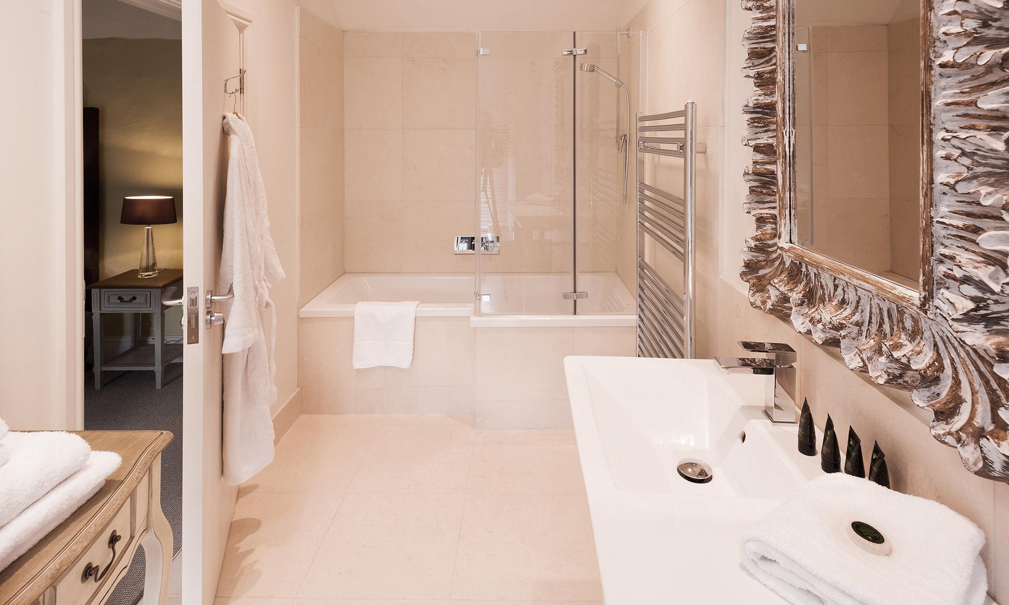 Bathroom & Robe Lo.jpg