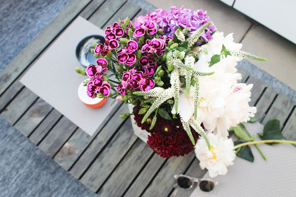 Rue Mag: How to Create the Perfect Ombre Flower Arrangement