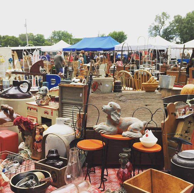 So much to look at. Sparks Flea Market. #junking #fleamarket #visualoverload