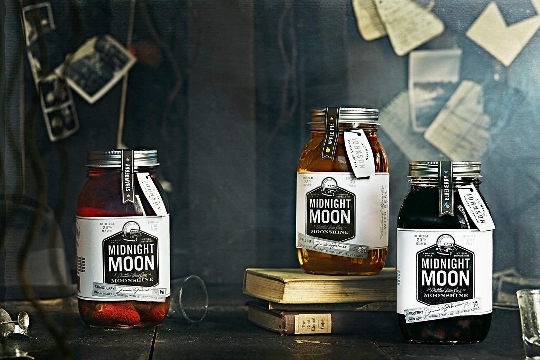 MidnightMoonBarnShot003.jpg