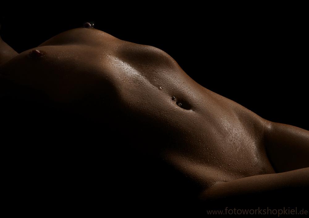 Aktfotografie - Aktshooting - Einzelcoachings & Akt-Workshops -  Körperlandschaften - Bodyparts - Lowkey - Fotoworkshop Kiel