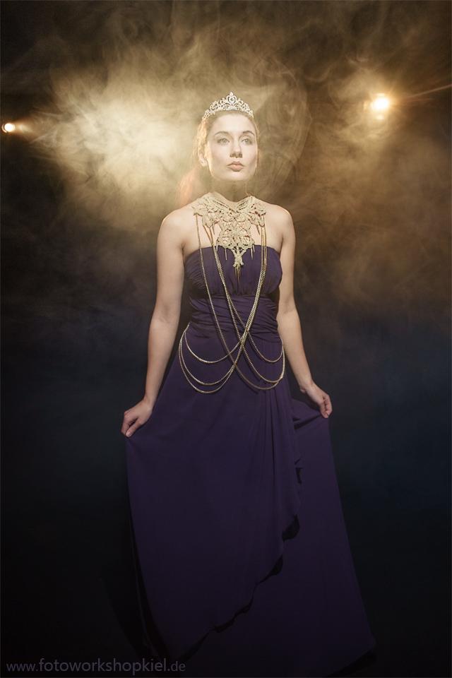 Prinzessin im Nebel - Dauerlichtworkshop im Fotoworkshop Kiel Fotostudio