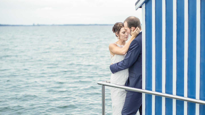 Liebespaar -- Brautpaar - Hochzeitsfoto Kiel - Hochzeitsfotografkiel - Timm Engels - Fotoshoot - Trash the dress - Big Love #hochzeitsfotoskiel # wedding