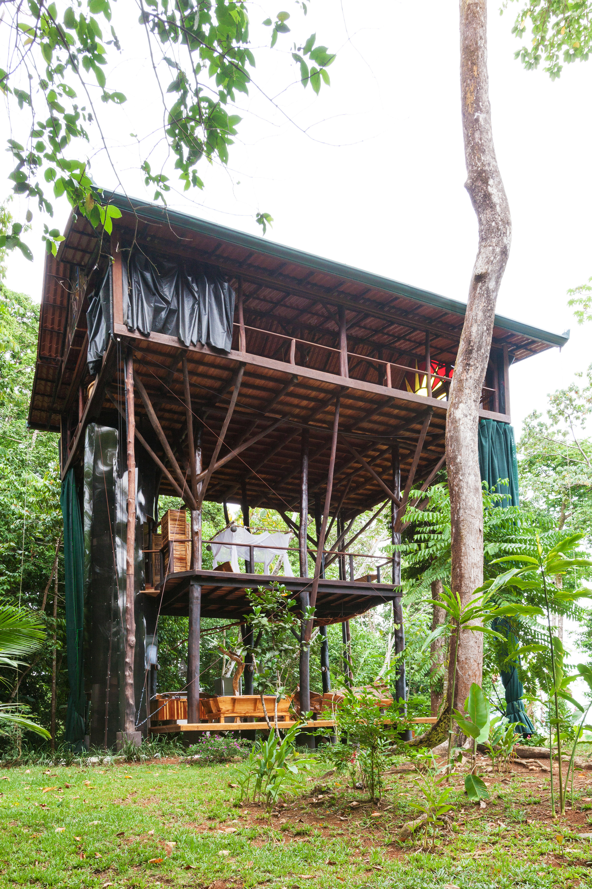 Treehouse side view