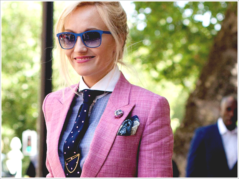 Sarah Ann Murray of The Rake // Focus: How her minimalistic tie flatters the texture in her suit