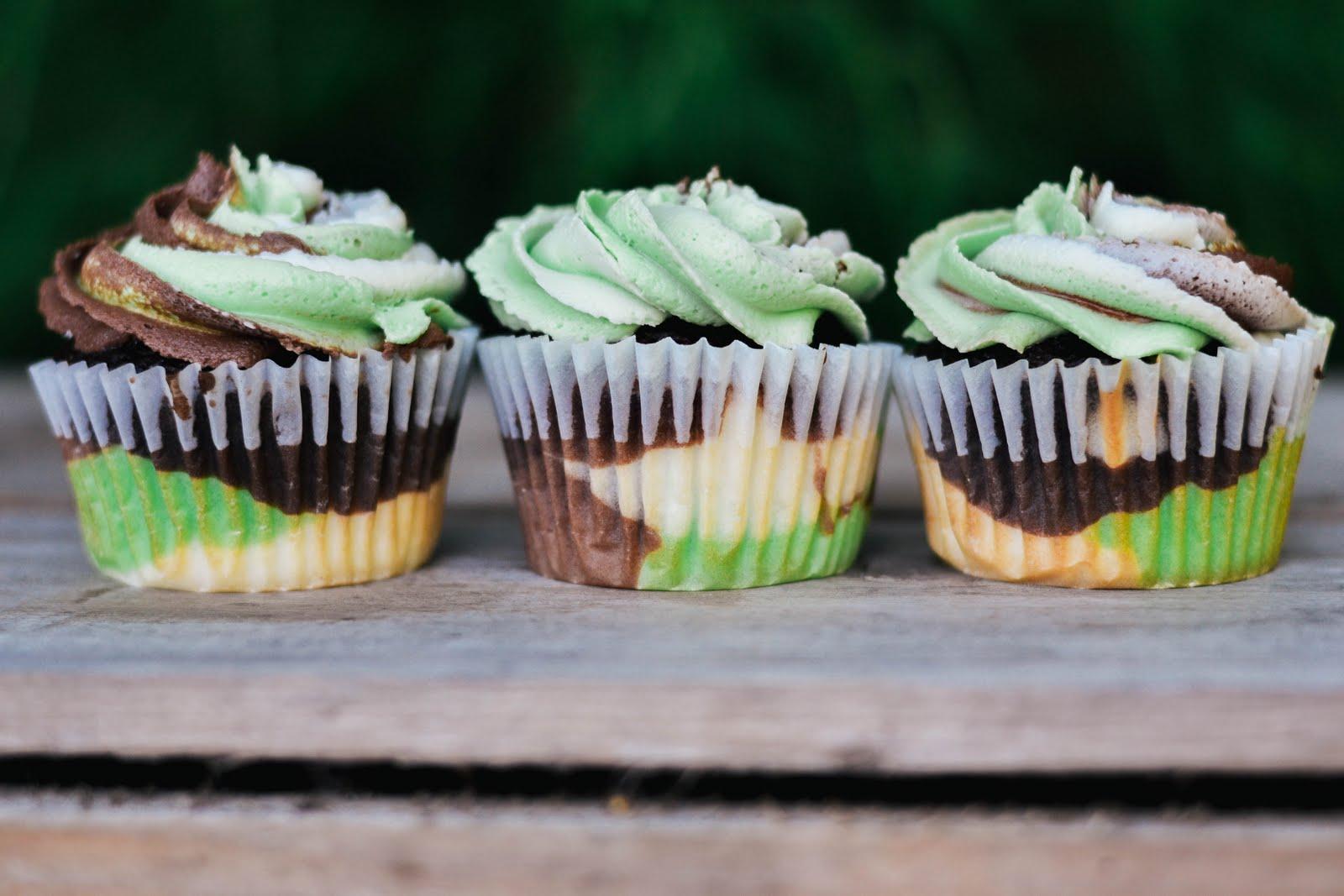 camo+cupcakes-14.jpg