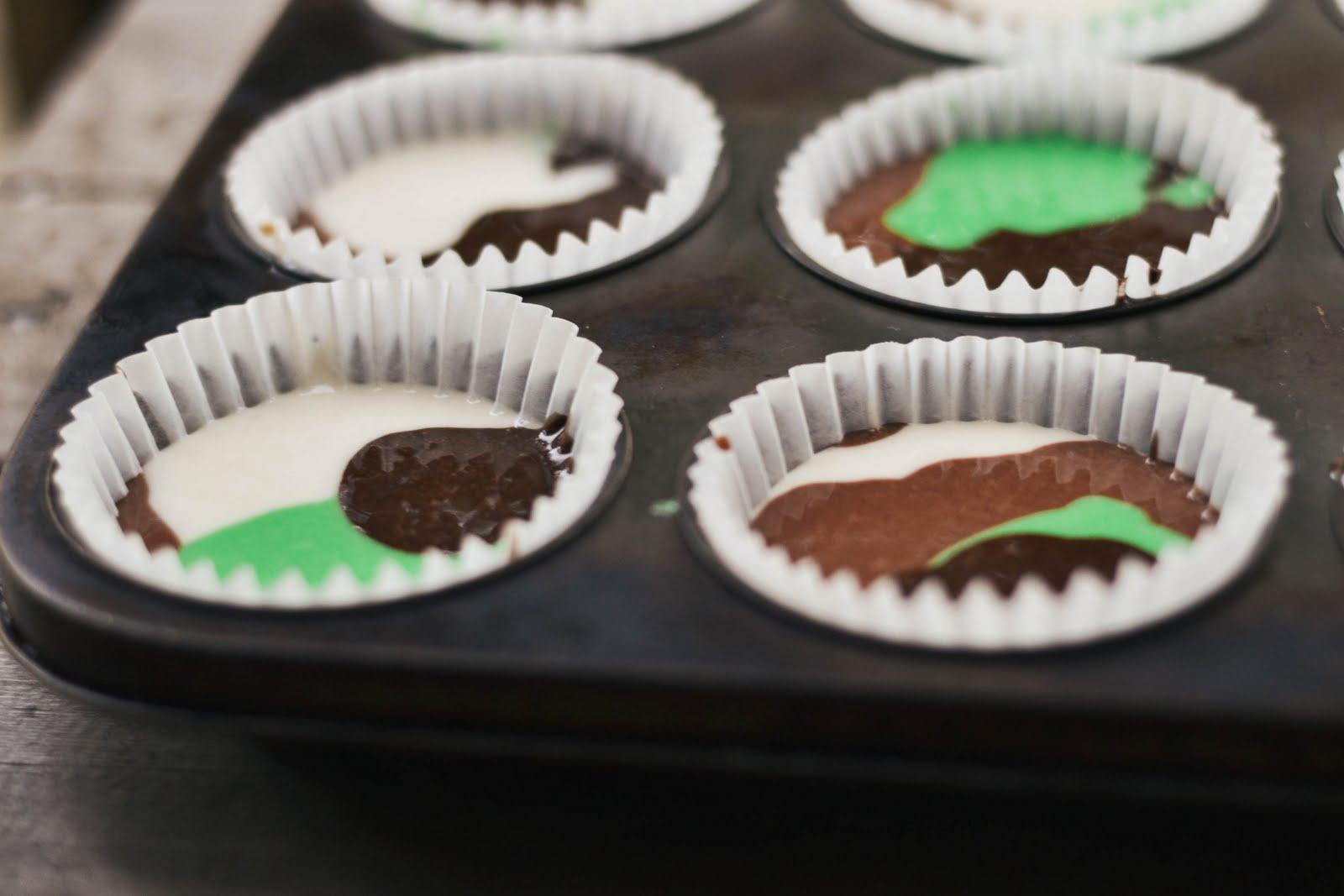 camo+cupcakes-3.jpg