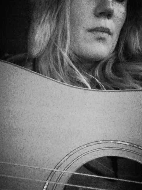 Lindsay_and_her_guitar