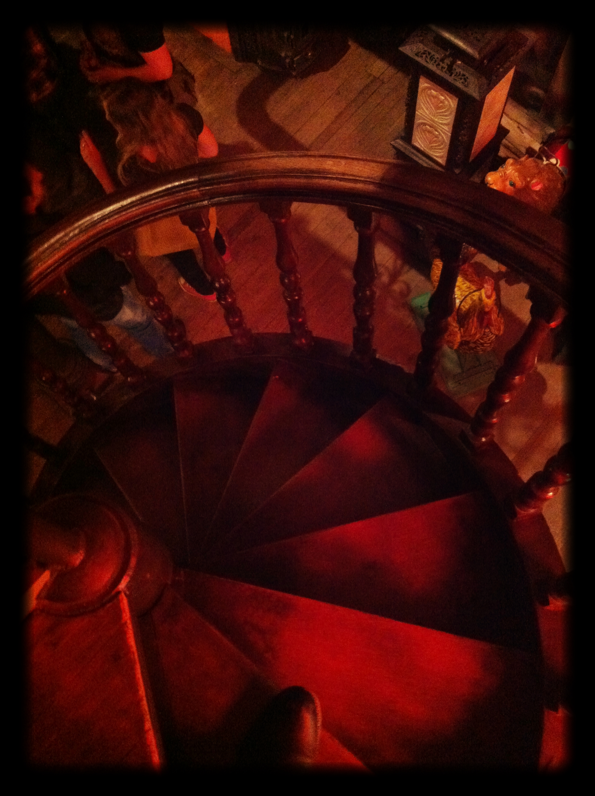Wooden_spiral_staircase