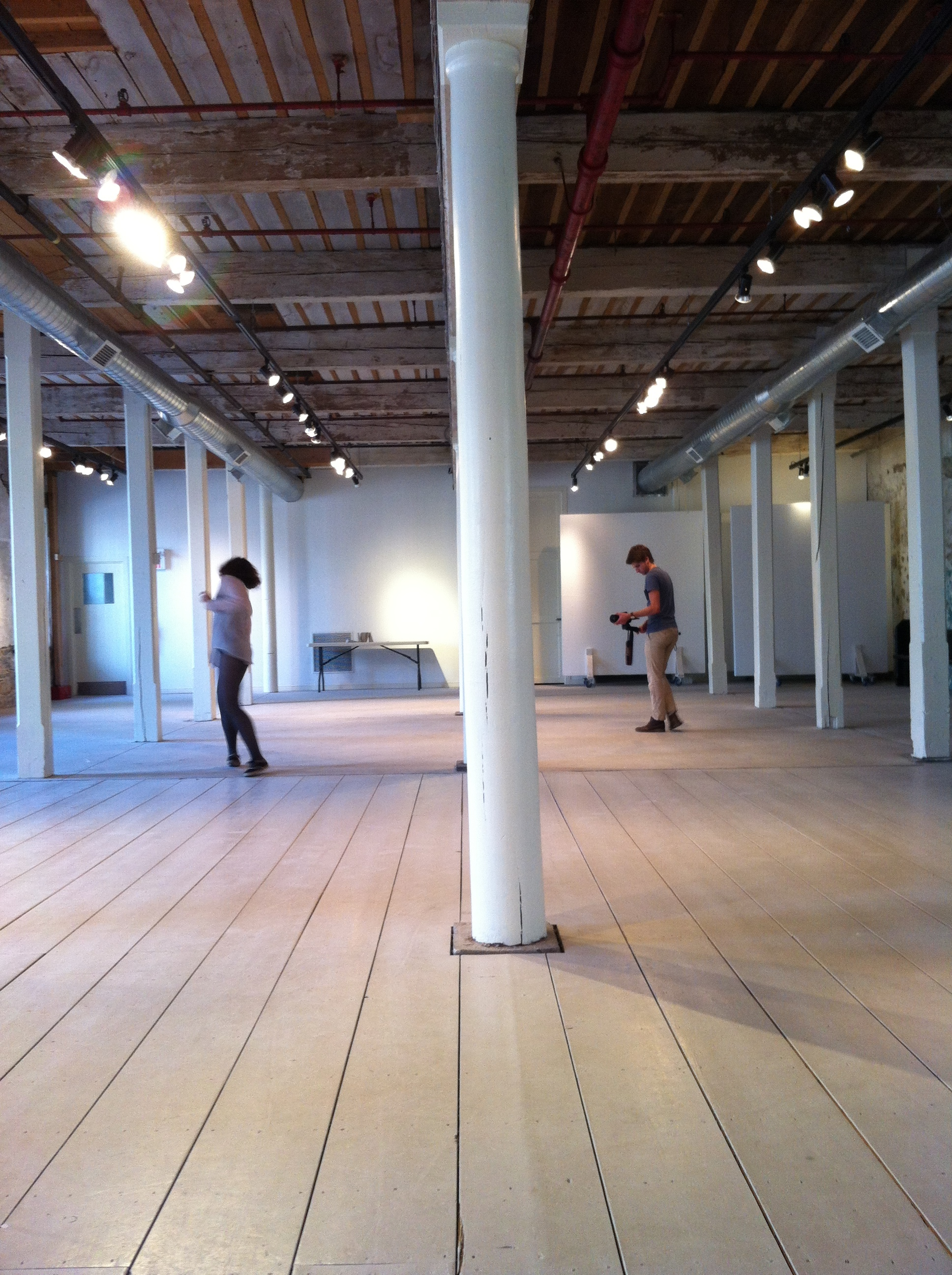 Sara_dancing_in_the_Textile_Museum