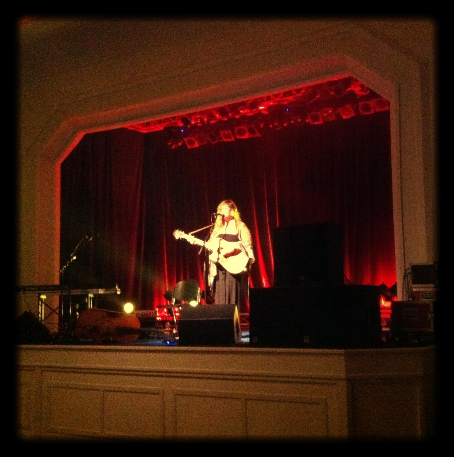 Lindsay_singing_in_Germany