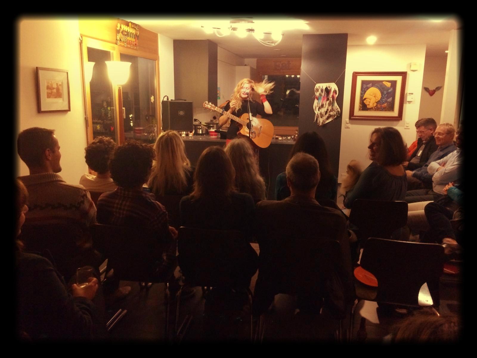 Lindsay_Live_at_a_House_Concert