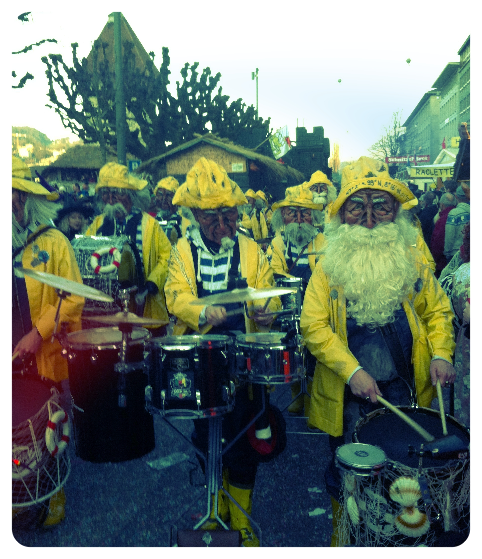 Fishermen_costumes_with_drums