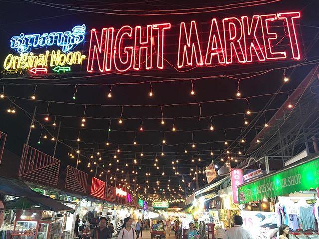 The bright lights of #pubstreet 💃🏻 #siemreap #cambodia #southeastasia