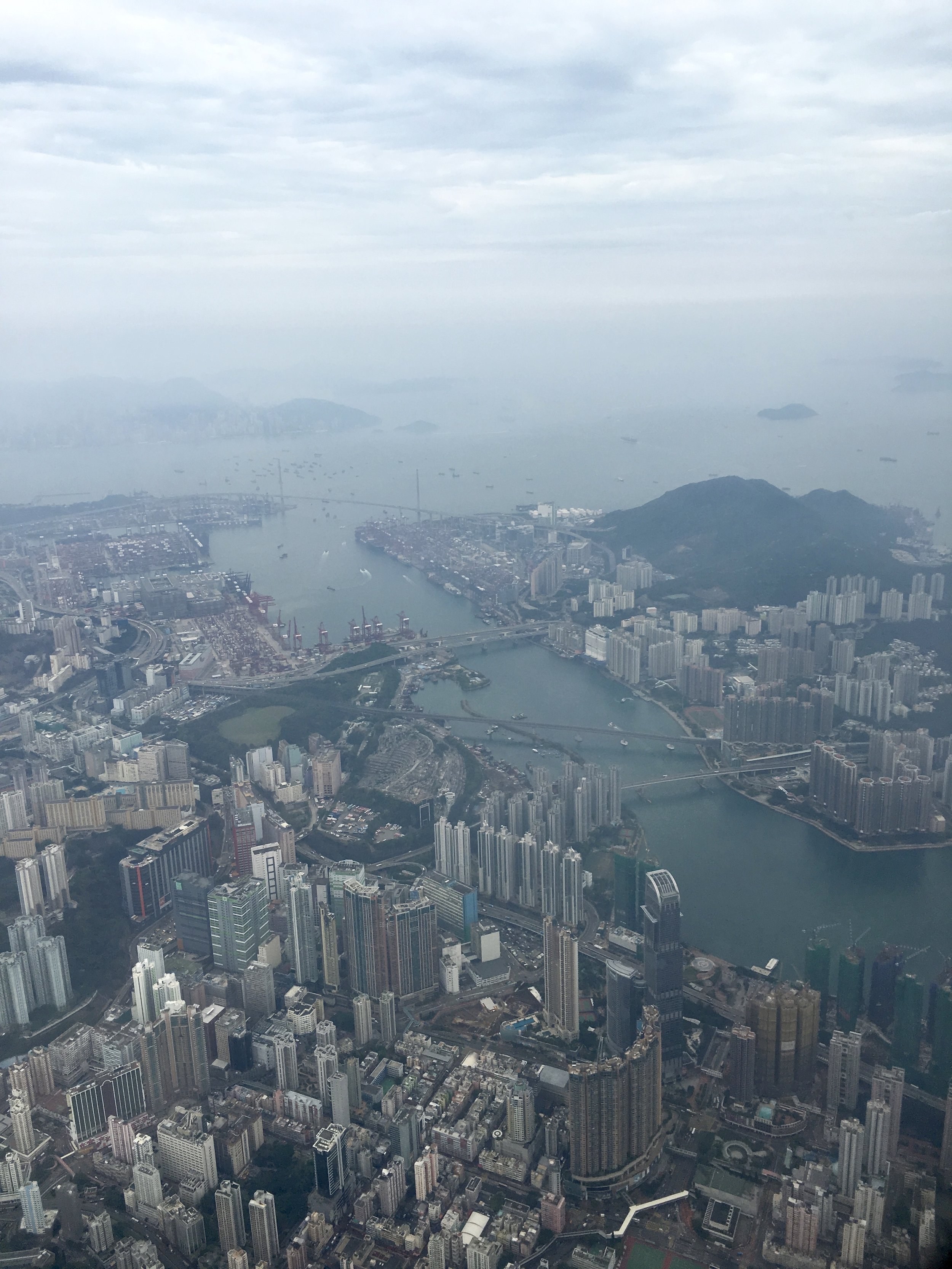 a cloudy flight into HK