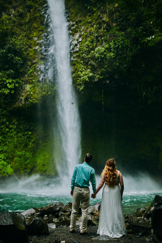Engagement_La_Fortuna_Waterfall 01.jpg