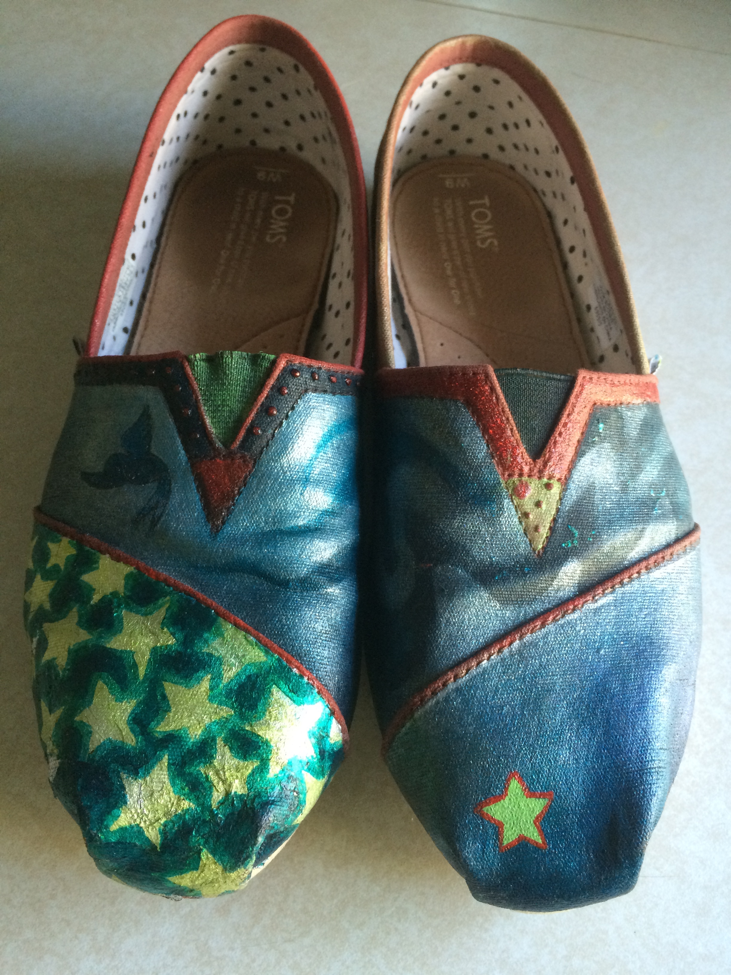 I added a wave design that continues across both shoes. And a single star to tie to the star cluster on the other toe.