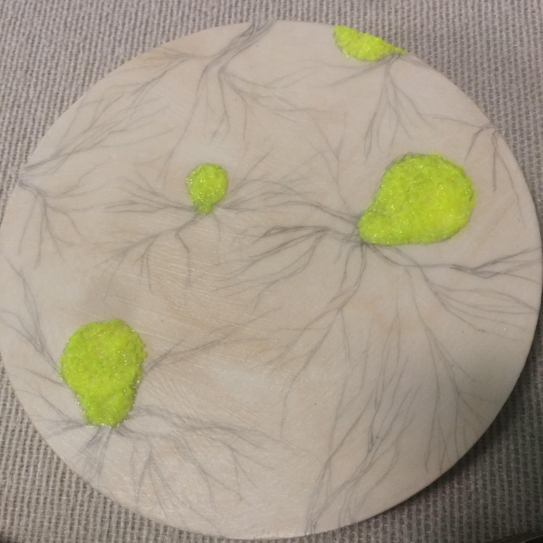 (A) Yellow latex.