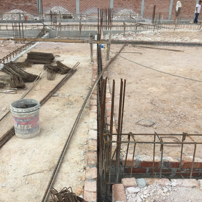 Interesting to note that the contractor is using bricks instead of the typical plywood for the formwork for the ground beams and will be pouring the slab and beams all together in one go.