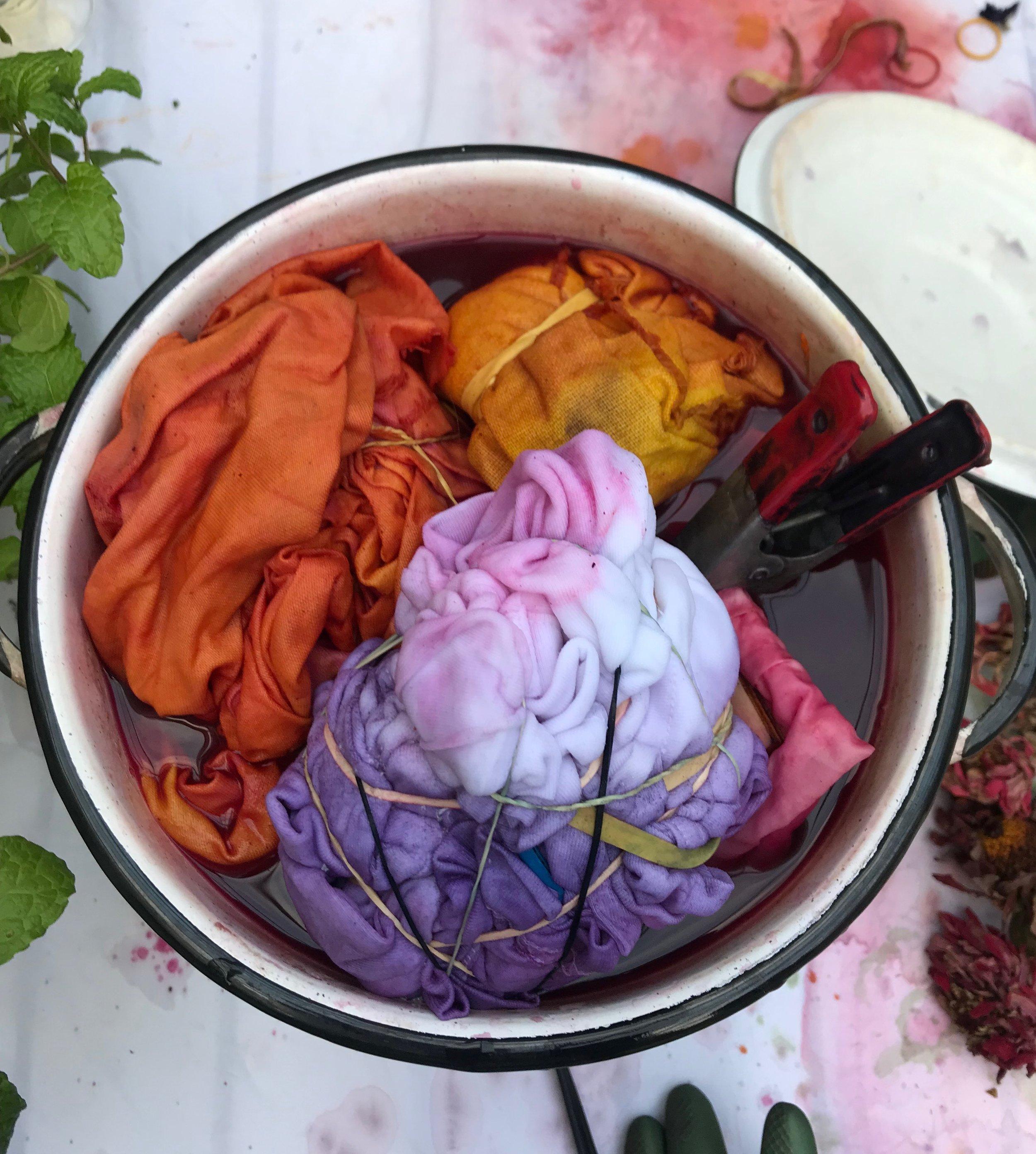 paper fashion dye pot.JPG