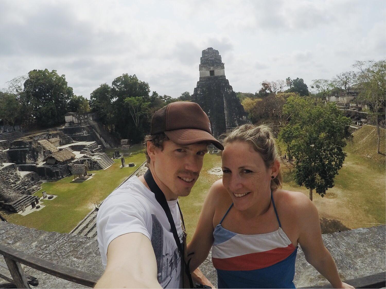 Tikal: Tempel I und Akropolis.