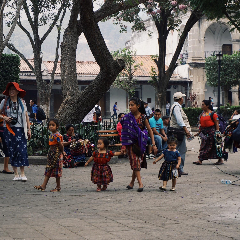 Bunt sind auch die Gewänder auf dem Plaza Mayor.