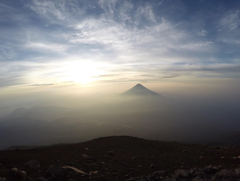 Vulkan Agua bei Sonnenaufgang.