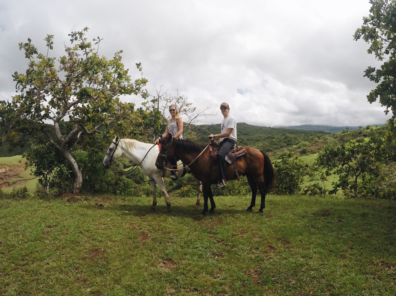 Wendy und Texas Ranger auf ihren Gäulen.