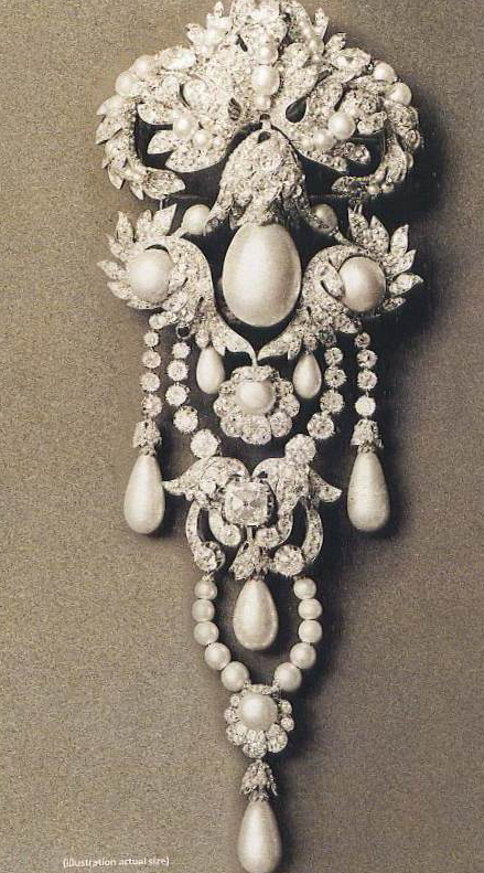 The devant de corsage made for the Empress Eugenie by Nitot, with La Regente Pearl set in the centre.