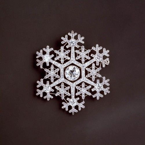 Snowflake brooch in platinum and diamonds by  Fabergé   .