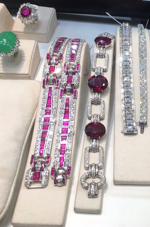 Jewels in the Art Deco style and strong colours were the order of the day at Basel in 2017.