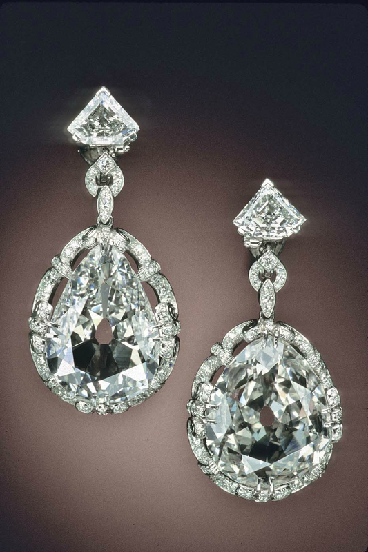 Marie Anotoinette's diamond eardrops on display at the Smithsonian.