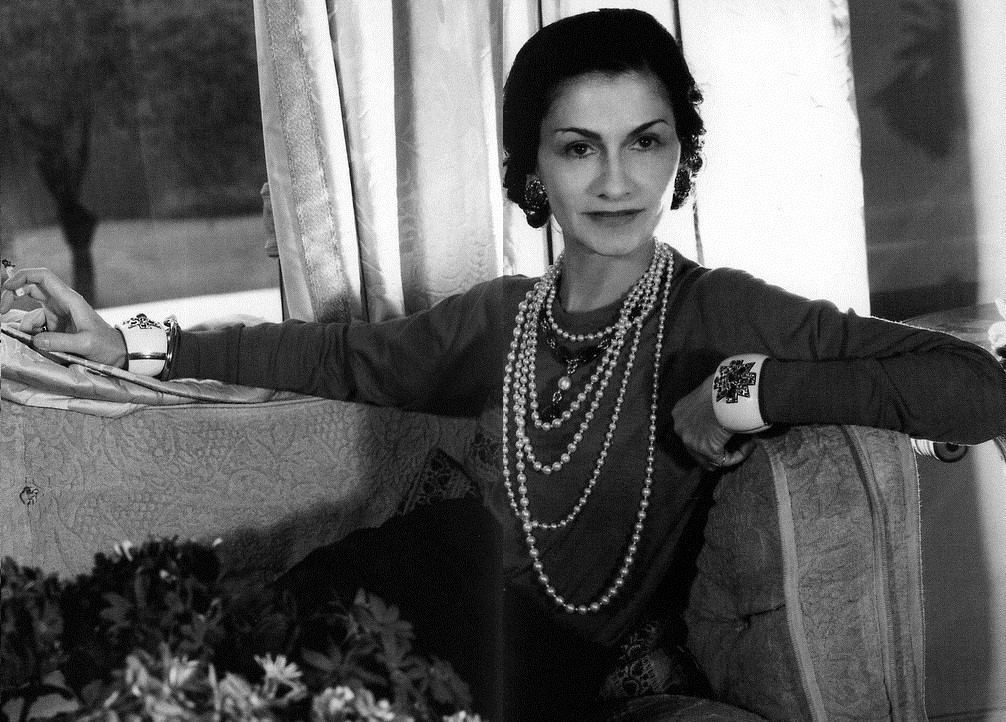 The Cuff Queen: Coco Chanel photographed in the ritz wearing her trademark pearls and Verdura cuffs.