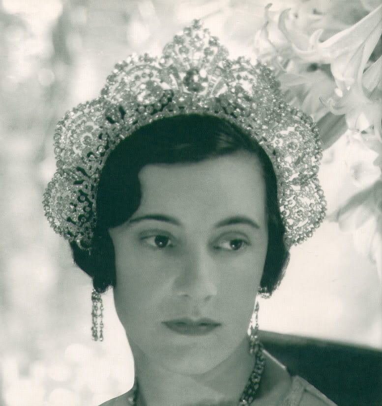 The beautiful Loelia, Duchess of Westminster, wearing her Art Deco diamond halo tiara. Photographed by Cecil Beaton.